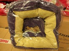 """Snooozzzeee Donut Dog Bed. 20"""" In Purple. New & Packaged"""