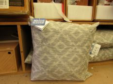 | 1X |COX & COX INDOOR/OUTDOOR GREY CUSHION 50 X 50 CM RRP £35 | NEW WITH TAG |