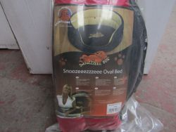 Bulk Lots of Snooozzzee Pet beds, Various sizes and shapes, all new