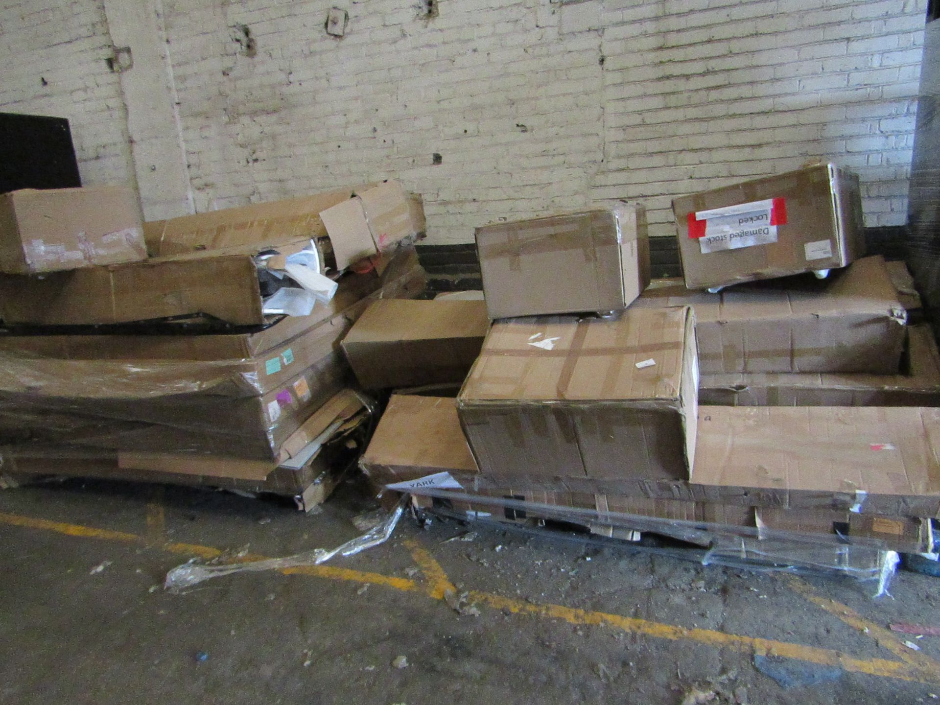 |  2x | OVERSIZED PALLETS OF YARK BUILD YOUR OWN CUSTOM BED PARTS, THE 2 PALLETS CONTAINS MIXTURE OF