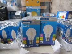 8x Megaman LED Flament bulb, new and boxed. 15,000Hrs / B22 / 470 Lumens