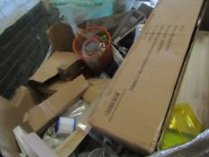 1x pallet of Mixed loose Household items