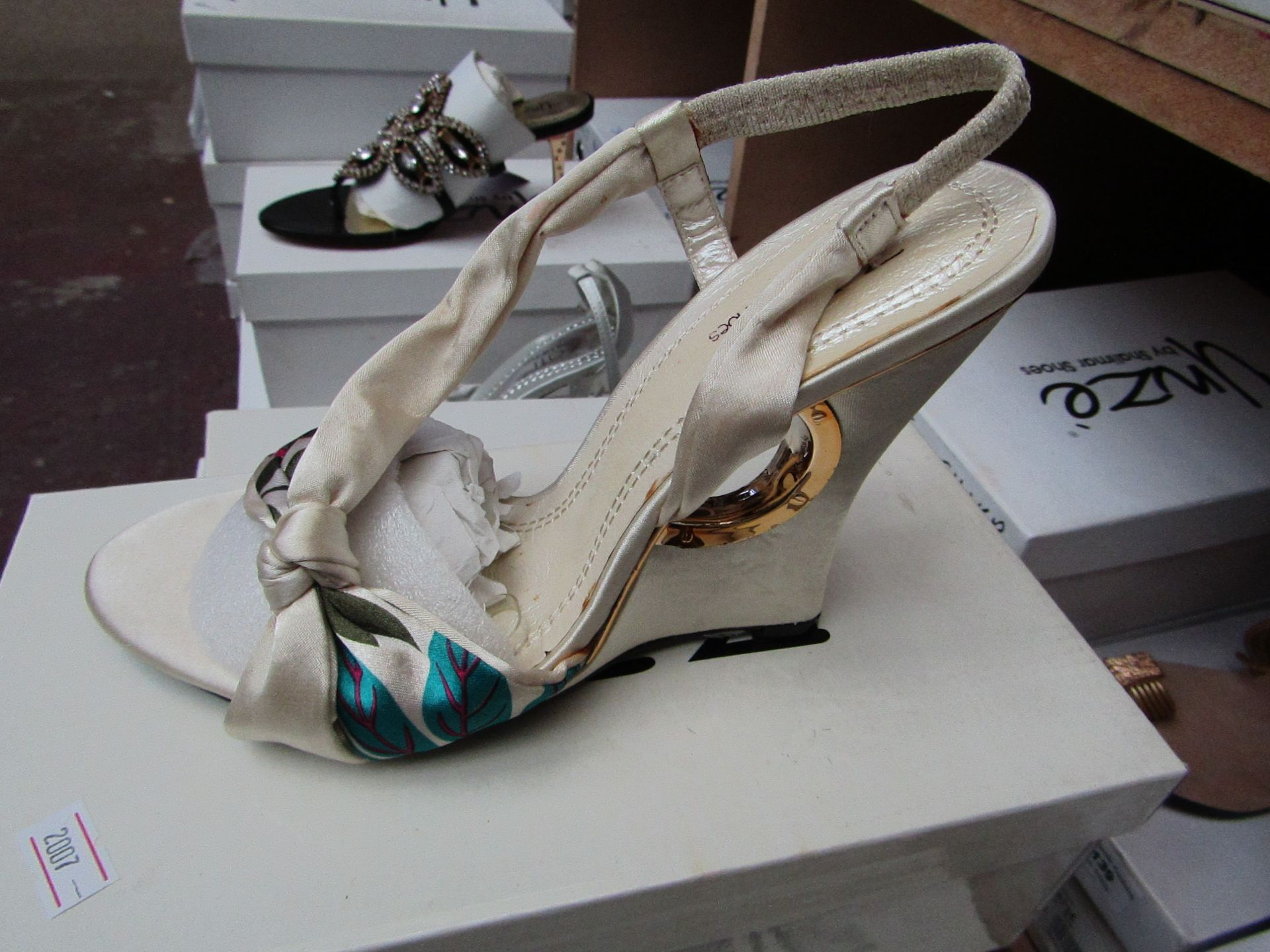 Zaif by Shalamar Shoes Ladies Ivory Shoes size 7 new & boxed see image for design