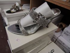 Unze by Shalamar Shoes Ladies Silver & Diamante Shoes size 6 new & boxed see image for design