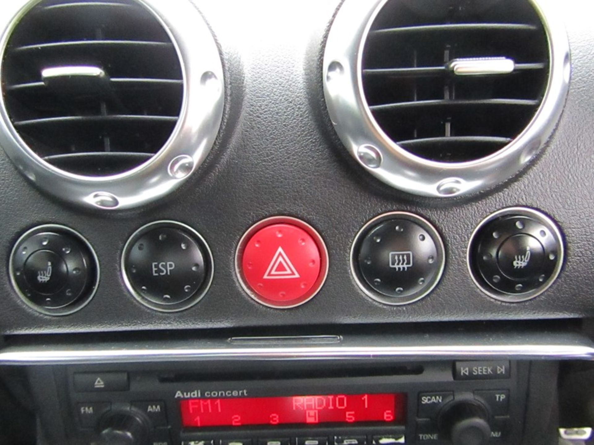 2005 Audi 1.8i Convertible roadster, 131,608 Miles (unchecked) MOT until 01/06/2021, Has part - Image 11 of 16