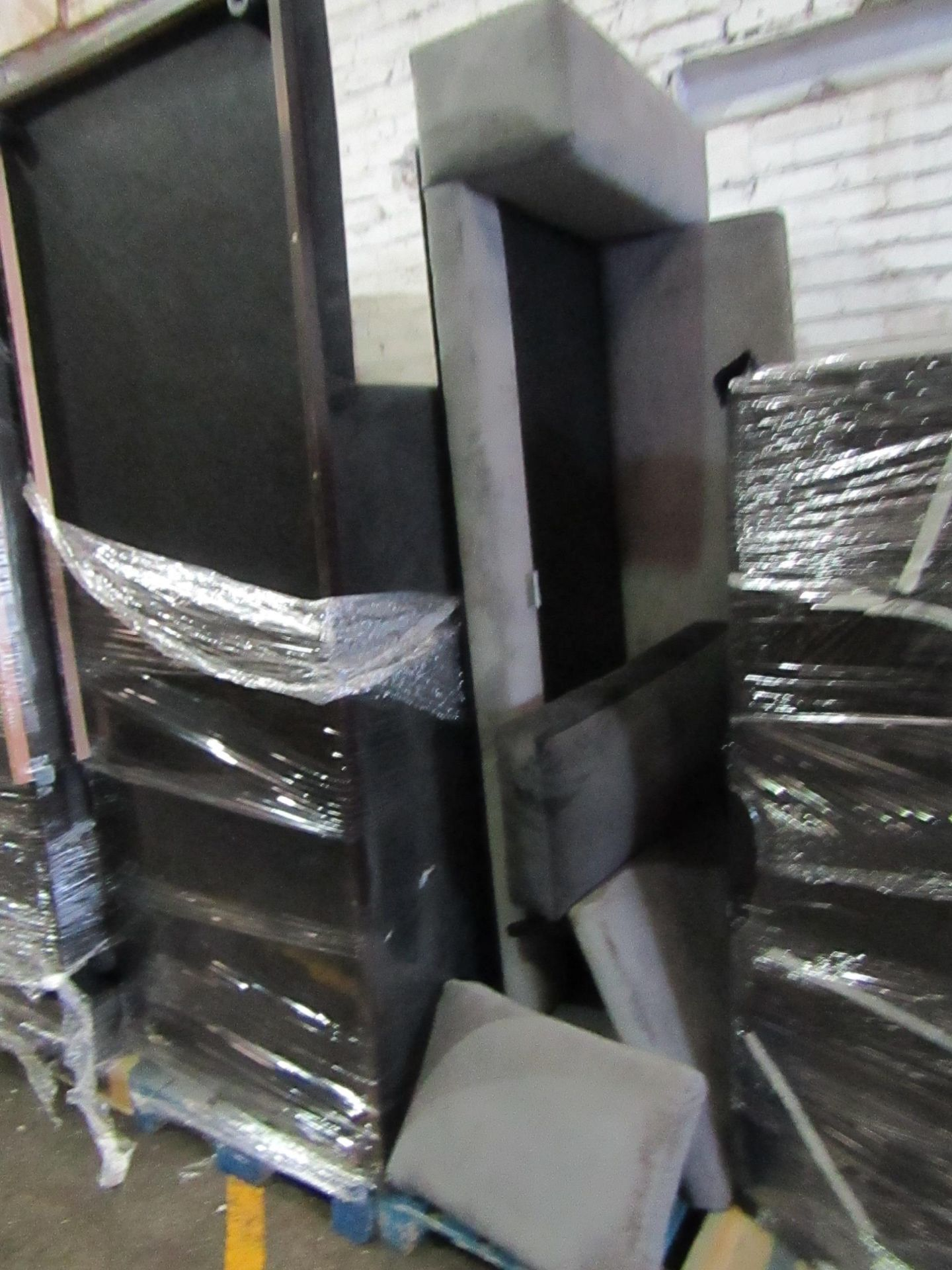 | 5X | PALLETs OF SWOON B.E.R SOFAS, UNMANIFESTED, WE HAVE NO IDEA WHAT IS ON THESE PALLETS, IF THEY - Image 5 of 5