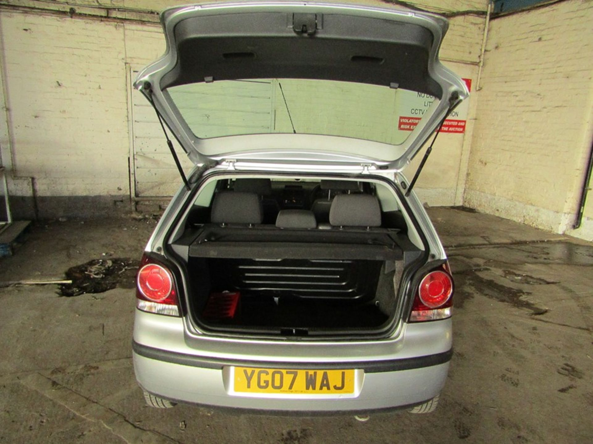 2007 Volkswagen Polo 1.2L hatchback, starts and drives 70,294 Miles Failed MOT 12/09/2020 due to; - Image 7 of 9
