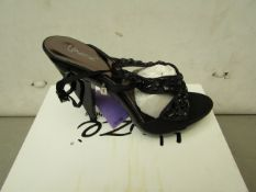 Unze by Shalamar Size 4 Ladies Shoes. New & boxed see image for design