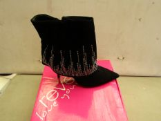 Reveal Size 7 Black Ladies Boots. New & Boxed