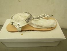 Shalamar Zaif Size 4 Ladies Shoes. New & Boxed. See Image for Design