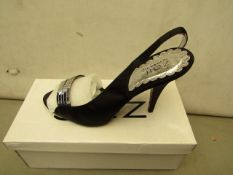 Unze by Shalamar Size 7 Ladies Shoes. New & boxed see image for design