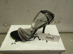 Unze by Shalamar Size 5 Ladies Shoes. New & boxed see image for design