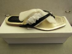 Unze by Shalamar Size 3 Ladies Shoes. New & boxed see image for design