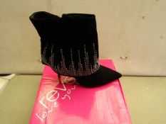 Reveal Size 8 Black Ladies Boots. New & Boxed