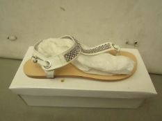 Shalamar Zaif Size 5 Ladies Shoes. New & Boxed. See Image for Design