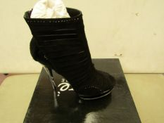 Unze by Shalamar Size 6 Ladies Shoes. New & boxed see image for design