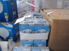 7x Megaman - LED Reflector MR16 Bulb, new and boxed. 15,000Hrs / GU5.3 / 400 Lumens