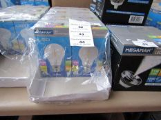 1x Megaman LED Filament bulb, new and boxed. 15,000Hrs / B22 / 470 Lumens