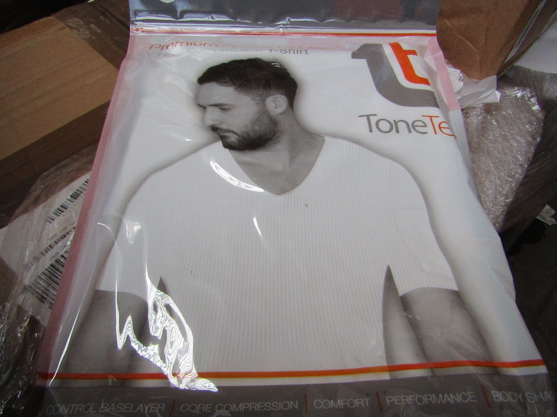   48x   TONE TEE V NECK COMPRESSION T-SHIRT WHITE XL   PACKAGED & BOXED   SKU 1508038582739   RRP £