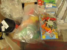 2 Items Being a Set of 20 Plastic Animal Figures & 7 Rubber Bath Toys incl Ducks. Unused