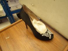 1 x Pair of Unze By Shalimar Shoes. Size 3.New & Boxed. See Image For Design