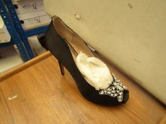 1 x Pair of Unze By Shalimar Shoes. Size 6.New & Boxed. See Image For Design