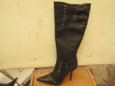 1 x Pair of Unze By Shalimar Boots. Size 8.New & Boxed. See Image For Design