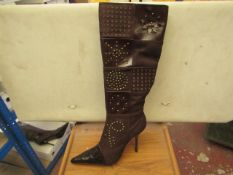 1 x Pair of Unze By Shalimar Boots. Size 7.New & Boxed. See Image For Design
