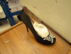 1 x Pair of Unze By Shalimar Shoes. Size 5.New & Boxed. See Image For Design