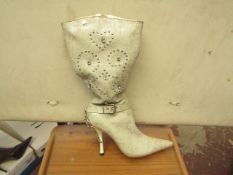 1 x Pair of Unze By Shalimar Boots. Size 4.New & Boxed. See Image For Design