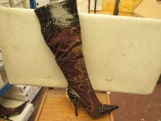1 x Pair of Unze By Shalimar Boots. Size 3.New & Boxed. See Image For Design