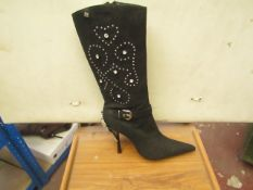 1 x Pair of Unze By Shalimar Boots. Size 6.New & Boxed. See Image For Design