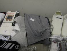 2 Pairs or Mens 32 Degrees Cool Shorts. 1 x Medium & 1 x Large. New with tags