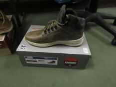 KhombuMens Size 8 Nelson Boots. Look unworn & Boxed