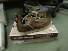 Skechers Size 8 Deck Shoes. These Look unworn & Boxed but have a few light marks