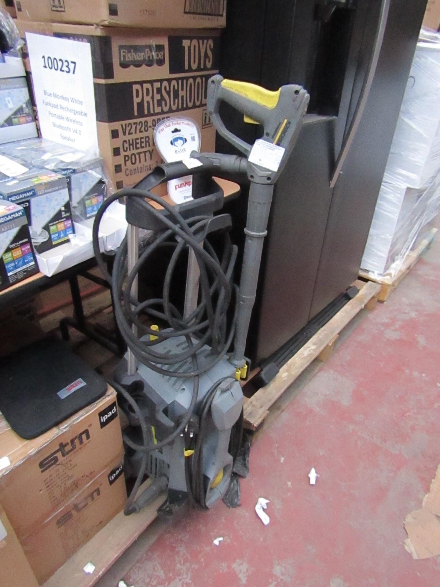 Karcher Professional pressure washer, unchecked, has been used.
