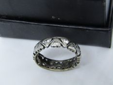 NO VAT!! Pre-owned 9ct White Gold with 16 small Diamonds Ring (damaged scrap only)(item has been