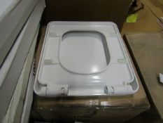 Approx 19x Victoria Plumb SEA1001 toilet seats, new and boxed.