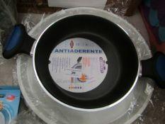 1x Antiaderente - 20cm Silver Pan - Unused. 1x Tin Tray - Unused & Packaged.