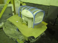 Pallet of approx 15x Pride 2TH basins, new.