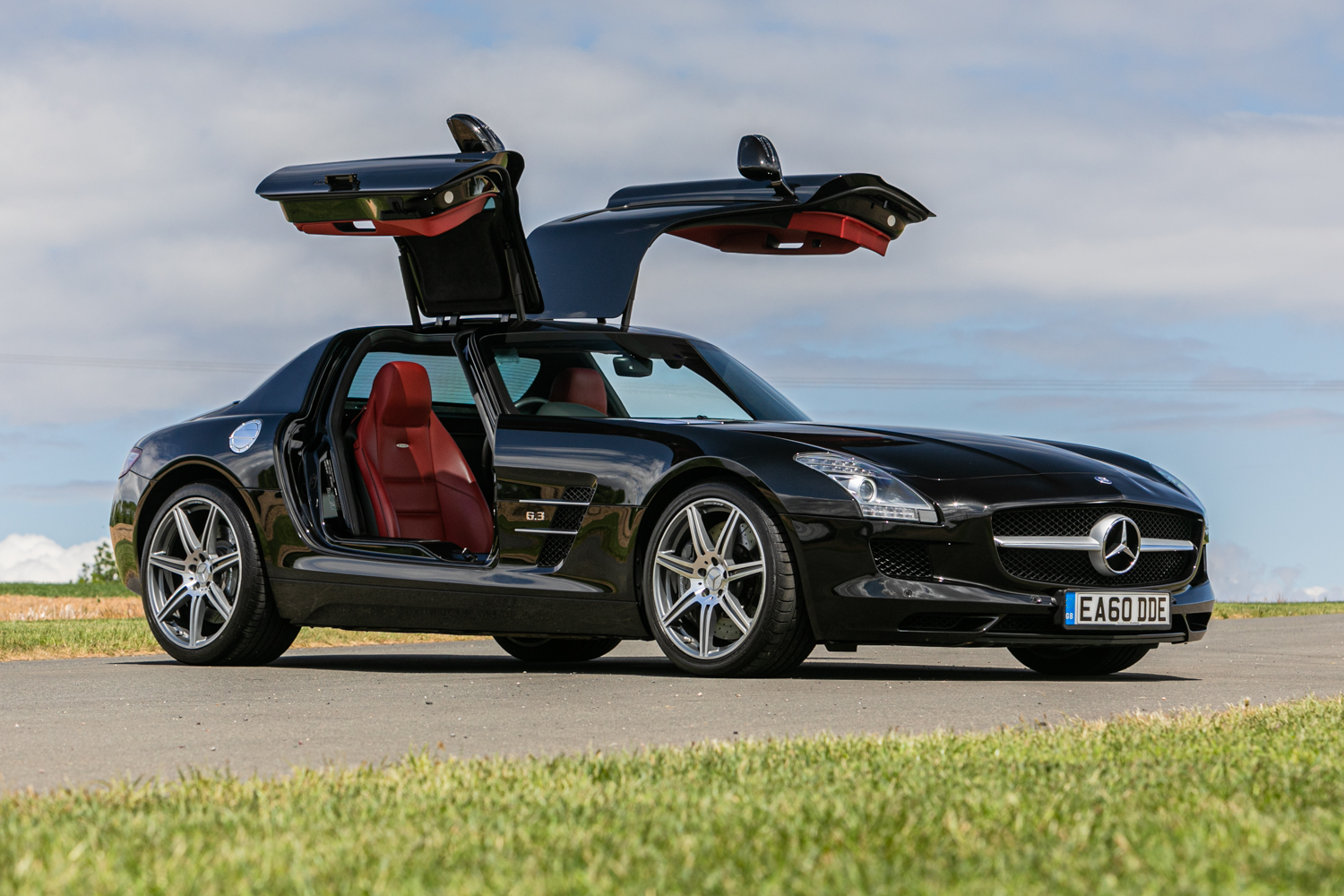 Lot 121 - 2010 Mercedes-Benz SLS AMG