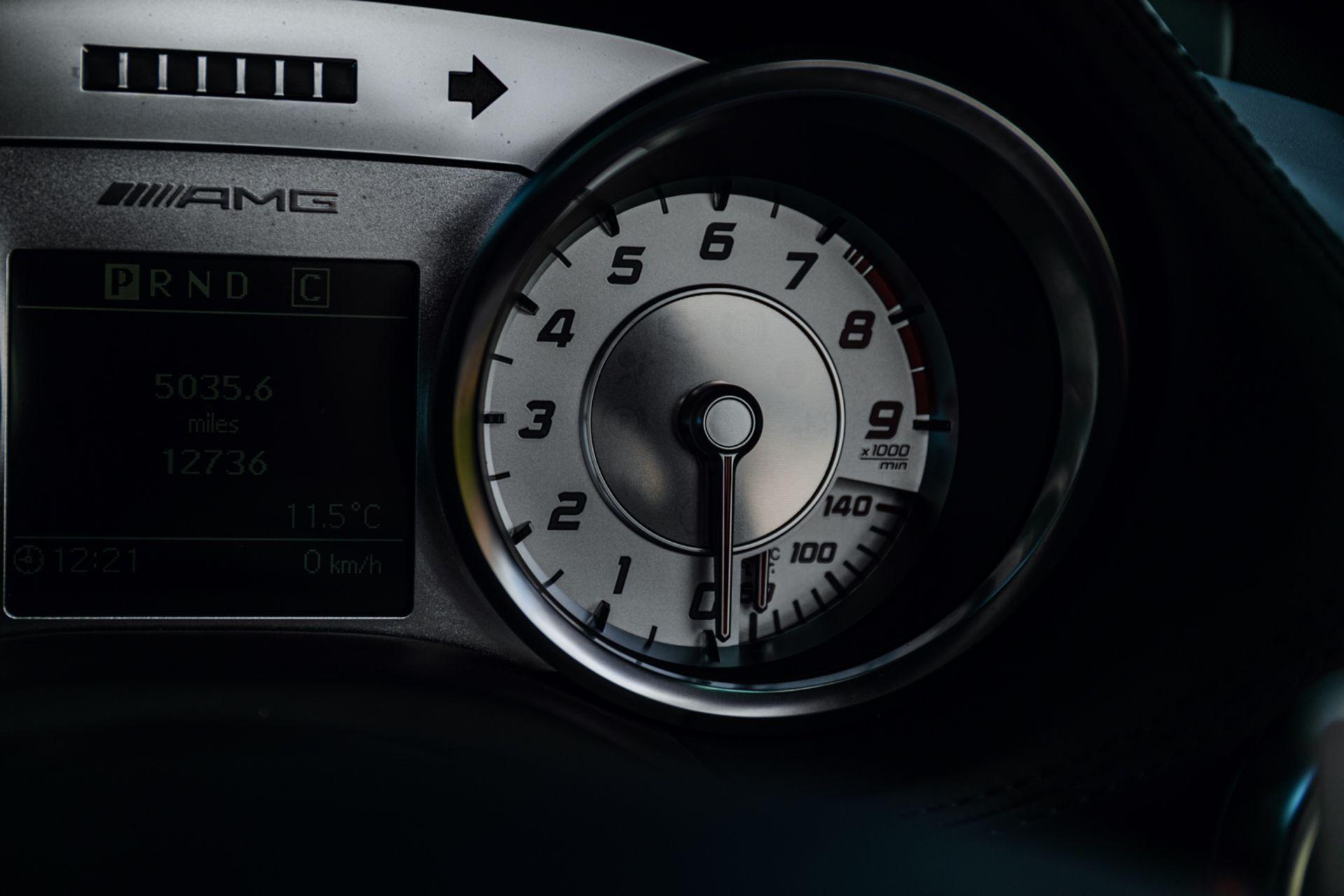 Lot 121 - 2010 Mercedes-Benz SLS AMG