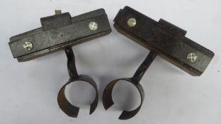 2 adjustable lamp brackets