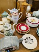 Quantity of assorted china.