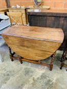 Small oak drop-side table,