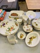 Quantity of Royal Worcester oven to tableware mainly Evesham.