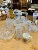 Quantity of assorted glassware.