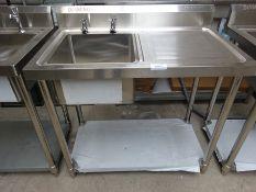 Single bowl single drainer sink