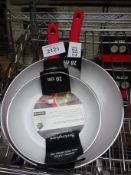 2 frying pans