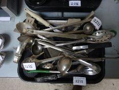 Trays & utensils